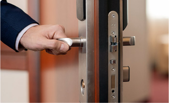 locksmith door lock opening Lockout service