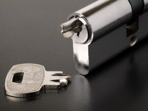 Vaughan locksmith broken key extraction