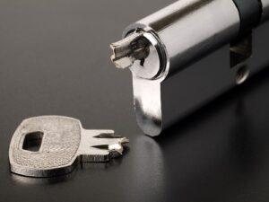Vaughan locksmith broken key extraction